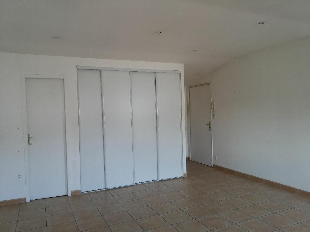 Appartement à louer 1 35m2 à Pont-l'Abbé-d'Arnoult vignette-5
