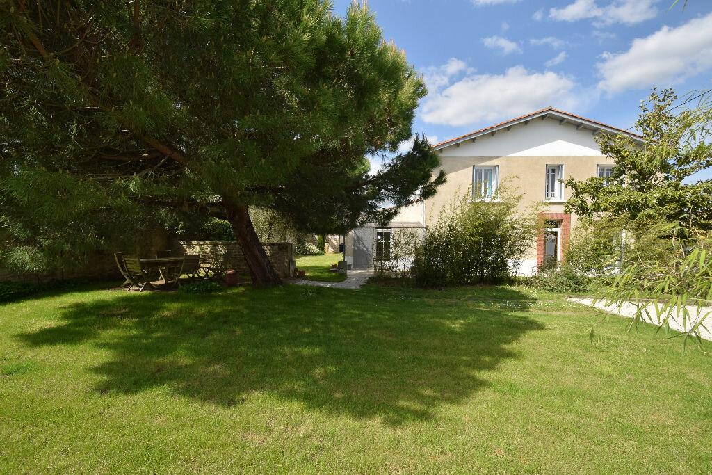 Maison à vendre 7 185.41m2 à Saint-Jean-d'Angle vignette-1