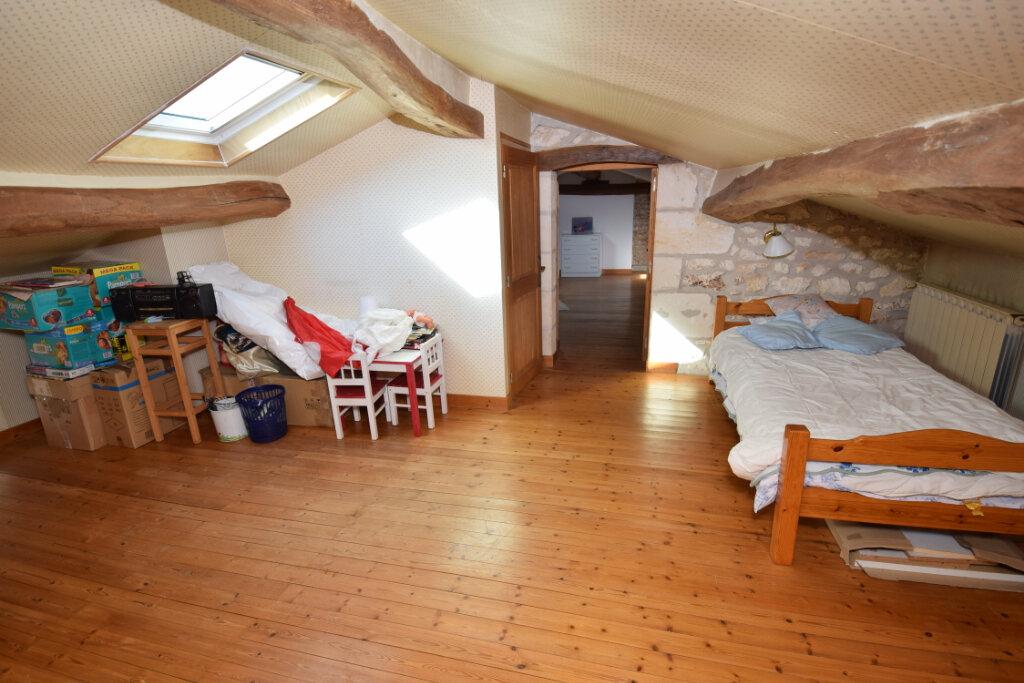 Maison à vendre 6 254m2 à Saint-Savinien vignette-9