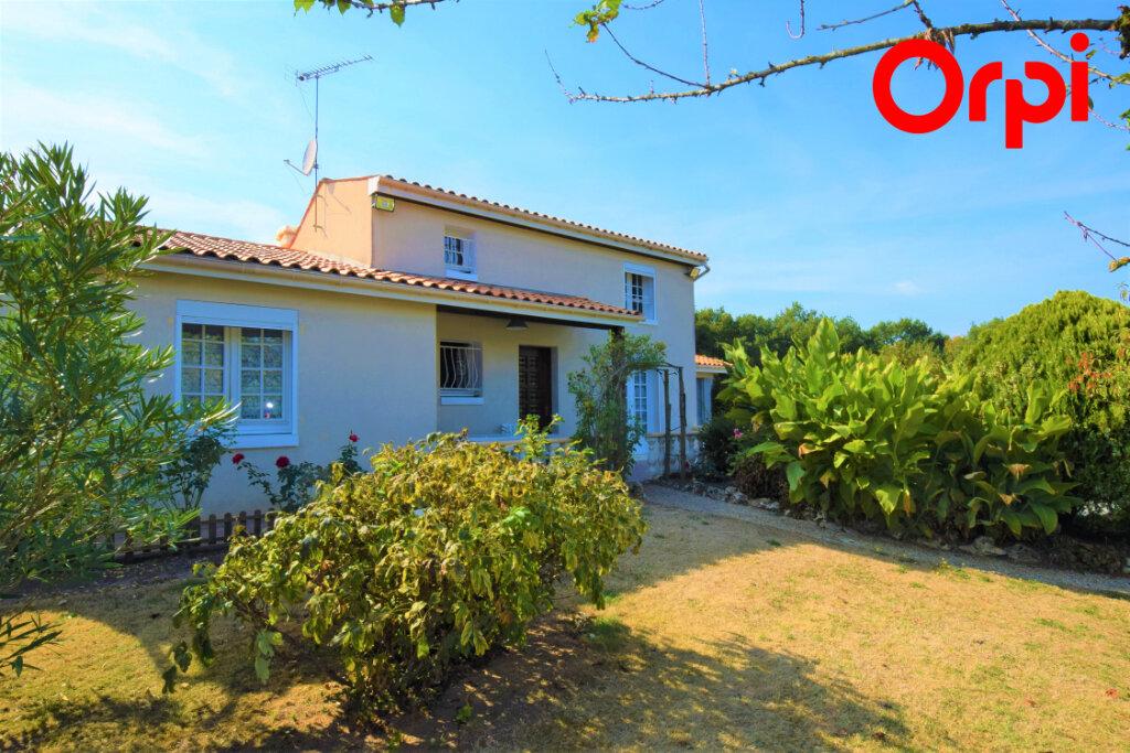 Maison à vendre 6 170m2 à Saintes vignette-1