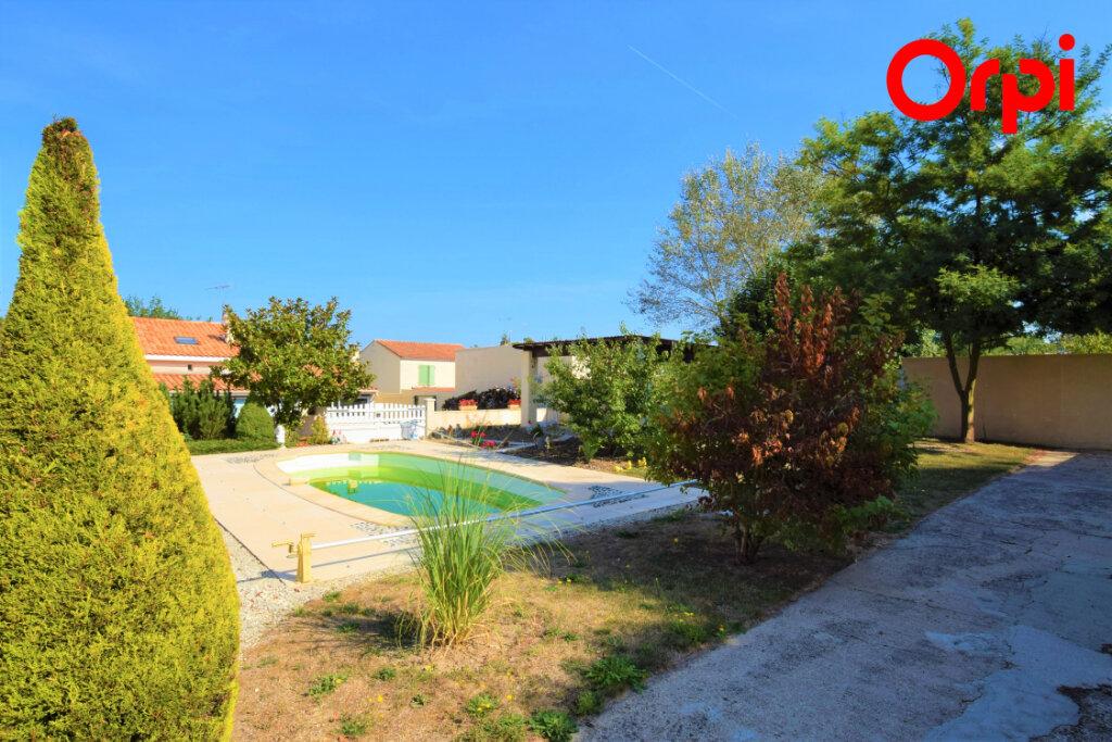 Maison à vendre 6 170m2 à Saintes vignette-3