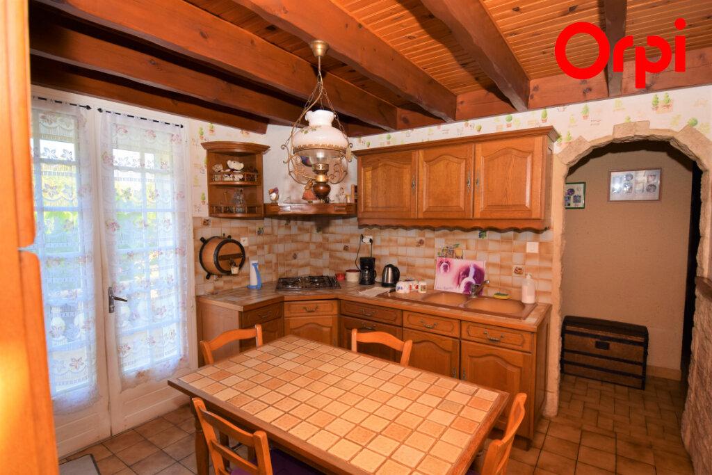 Maison à vendre 6 170m2 à Saintes vignette-4