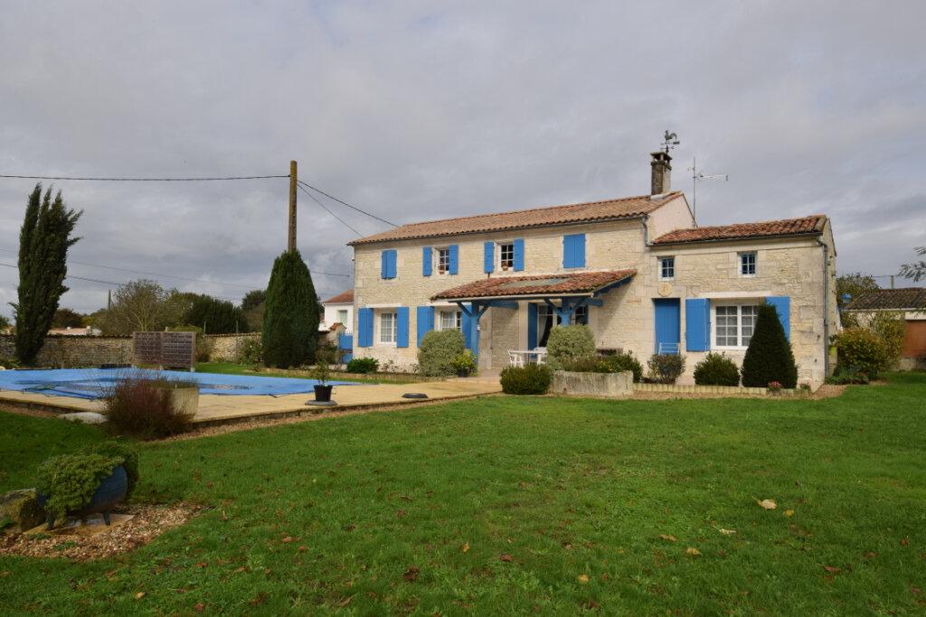 Maison à vendre 6 216m2 à Saintes vignette-1