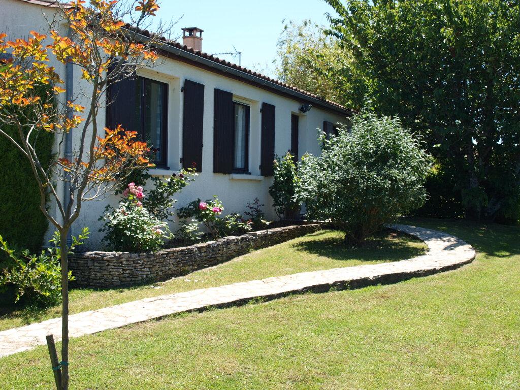 Maison à vendre 6 122m2 à Bussac-sur-Charente vignette-1