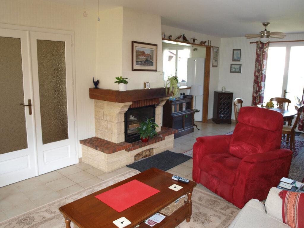 Maison à vendre 6 122m2 à Bussac-sur-Charente vignette-9