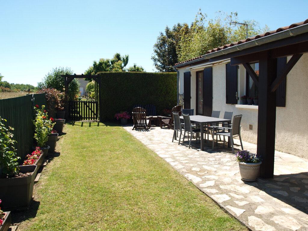 Maison à vendre 6 122m2 à Bussac-sur-Charente vignette-11