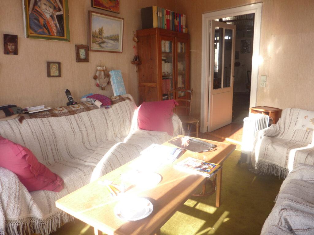 Maison à vendre 5 123m2 à Saint-Savinien vignette-2
