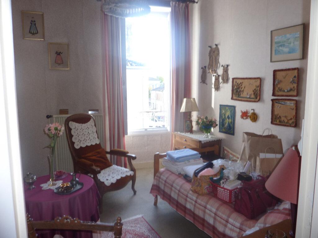 Maison à vendre 5 123m2 à Saint-Savinien vignette-5