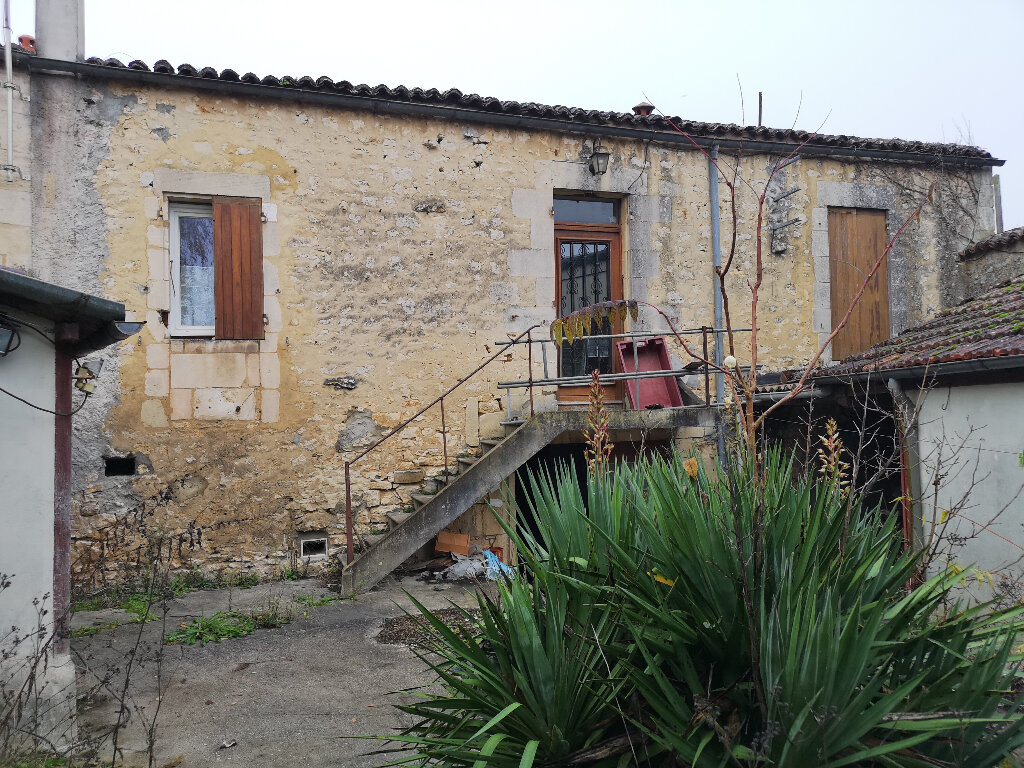 Maison à vendre 6 163m2 à Saint-Savinien vignette-1