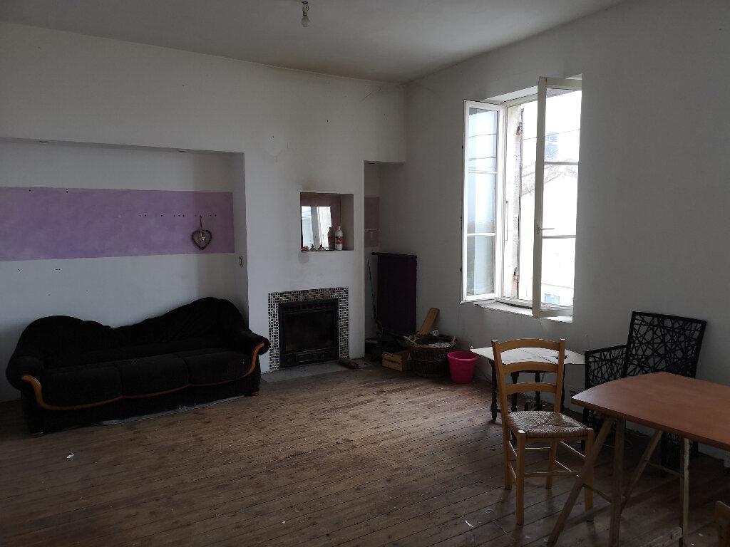 Maison à vendre 6 163m2 à Saint-Savinien vignette-3