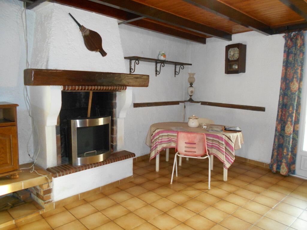 Maison à vendre 4 162m2 à Sainte-Radegonde vignette-2