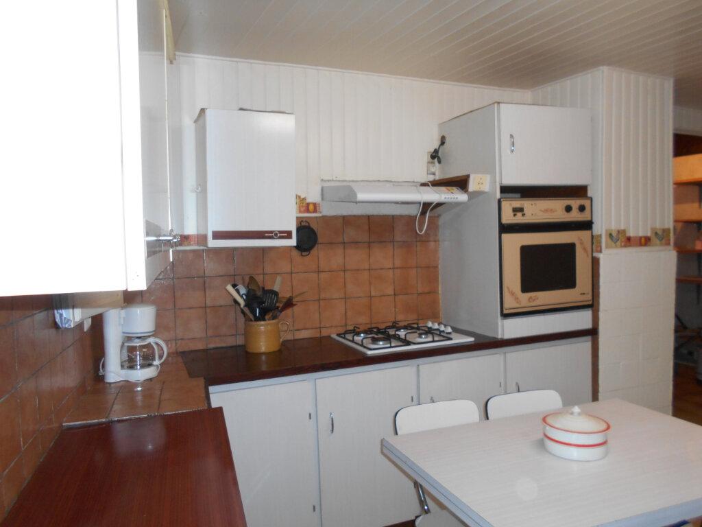Maison à vendre 4 162m2 à Sainte-Radegonde vignette-5