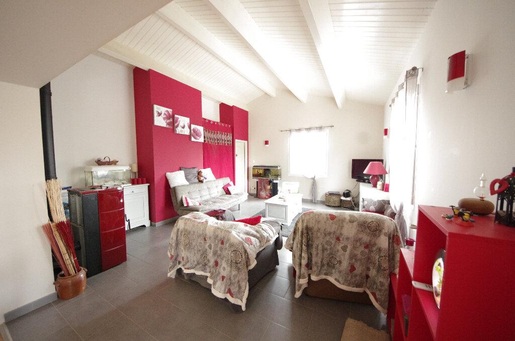Maison à vendre 6 168m2 à Saint-Césaire vignette-3