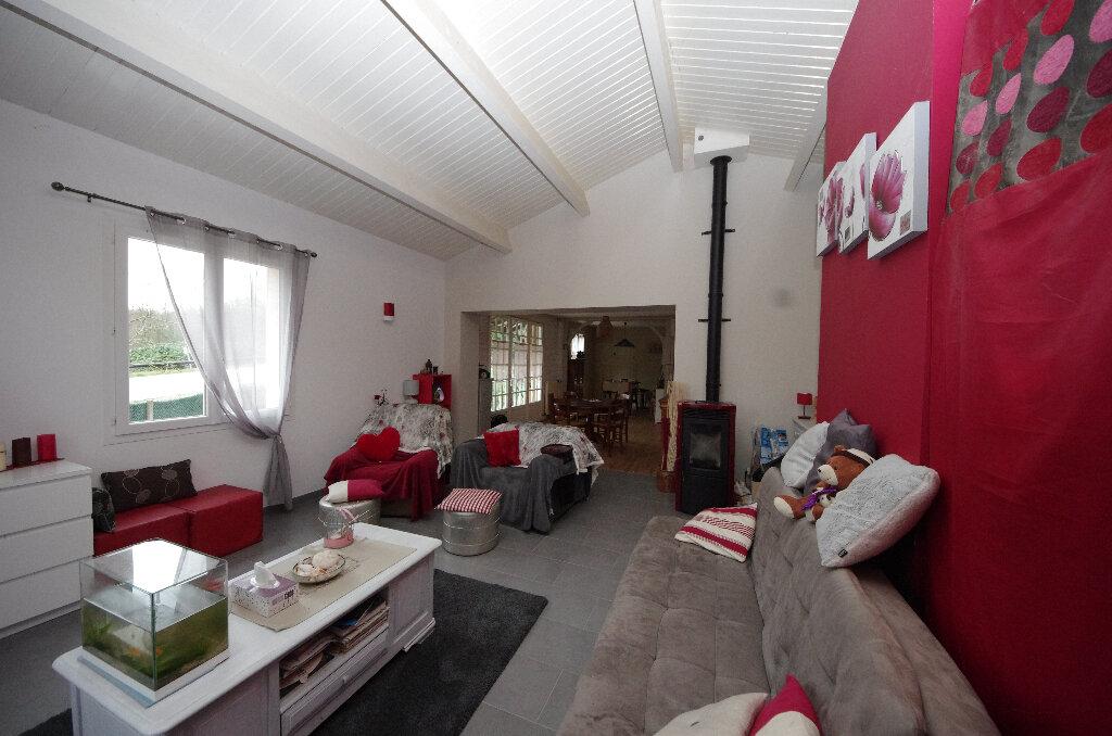 Maison à vendre 6 168m2 à Saint-Césaire vignette-4