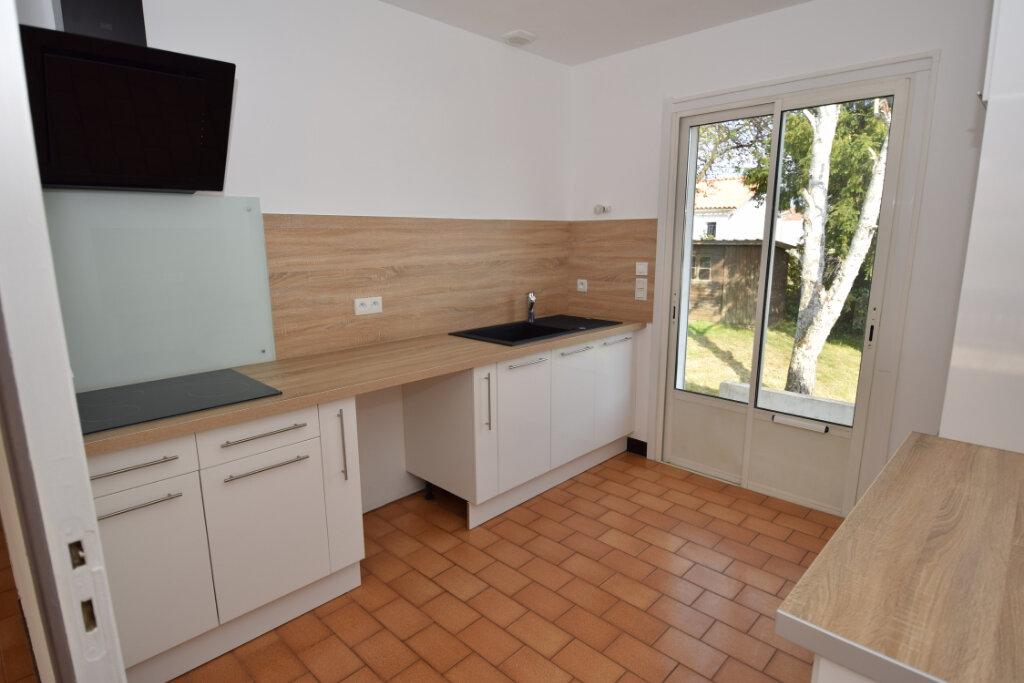 Maison à vendre 4 139.76m2 à Bords vignette-2