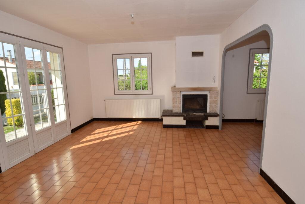 Maison à vendre 4 139.76m2 à Bords vignette-5