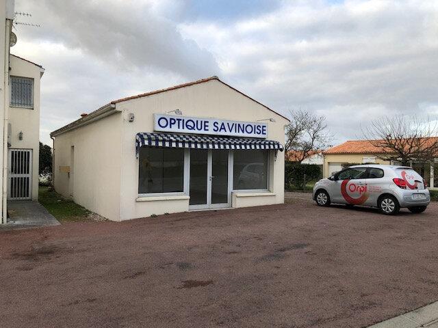 Immeuble à vendre 0 63.3m2 à Saint-Savinien vignette-1