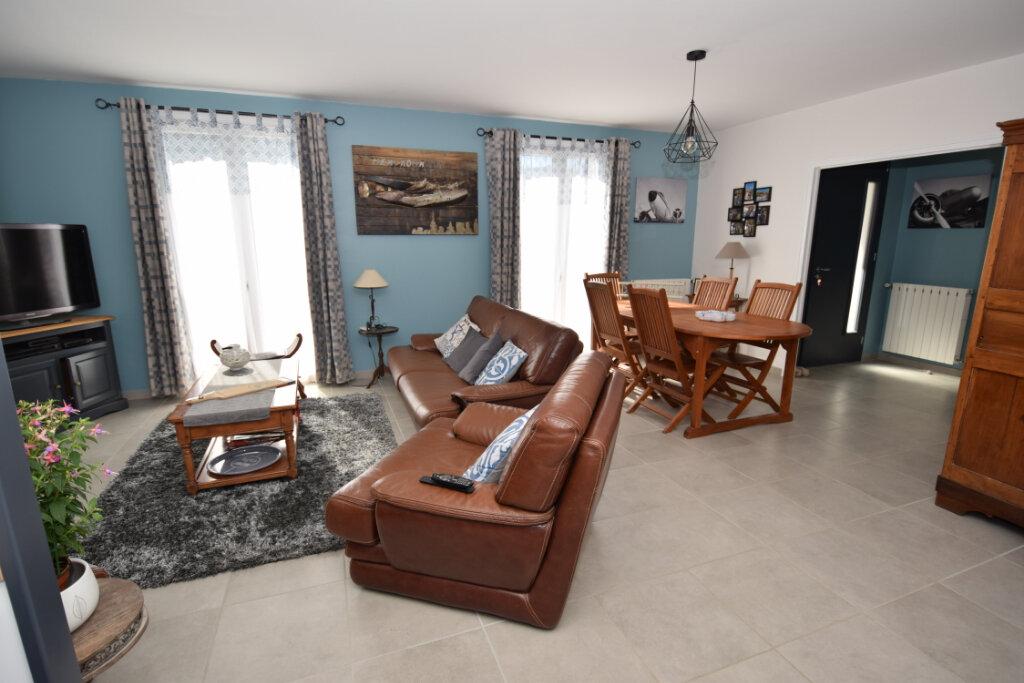 Maison à vendre 5 124m2 à Saint-Porchaire vignette-1