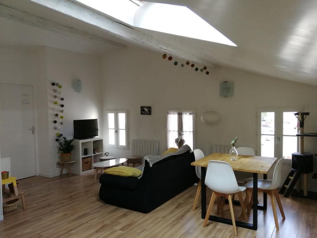 Appartement à louer 3 51.46m2 à Saintes vignette-1