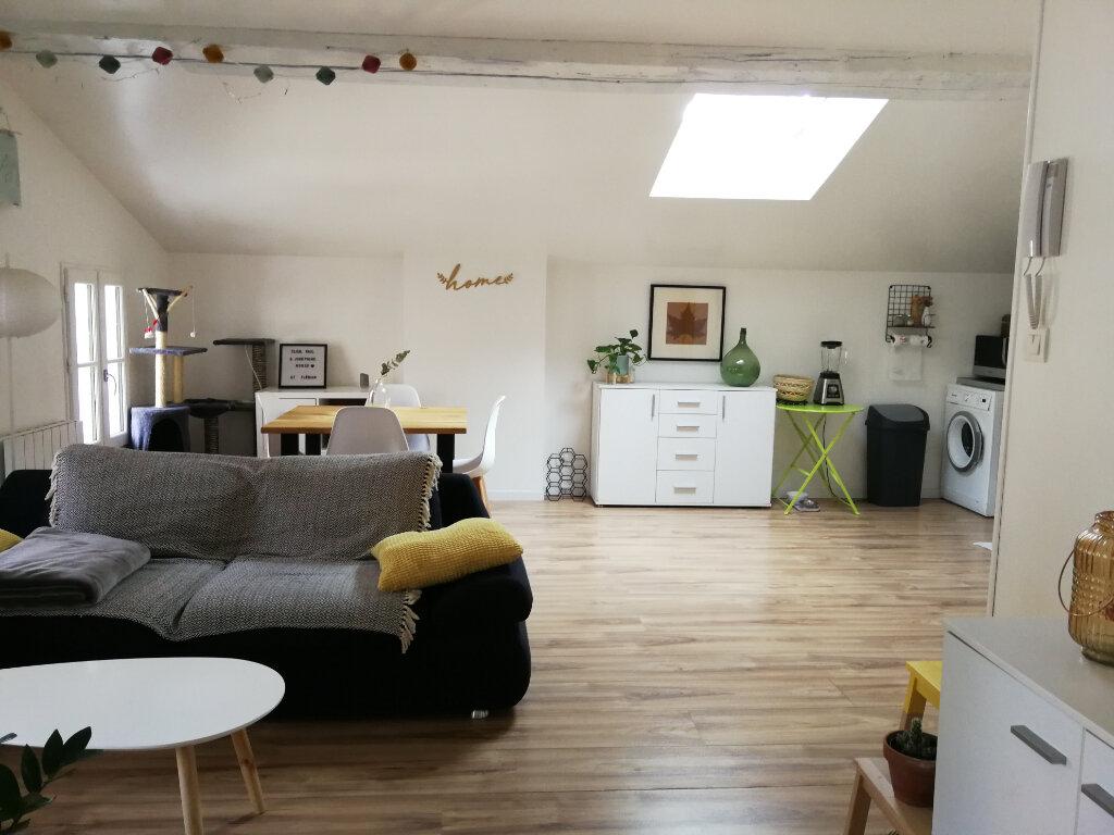 Appartement à louer 3 51.46m2 à Saintes vignette-2