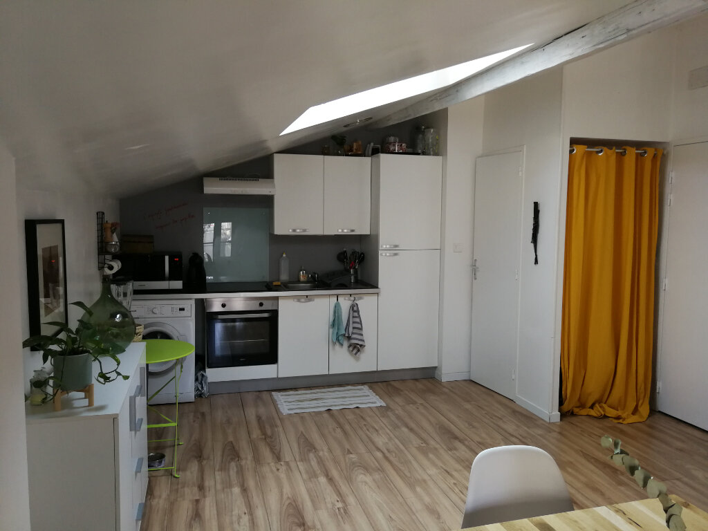 Appartement à louer 3 51.46m2 à Saintes vignette-3