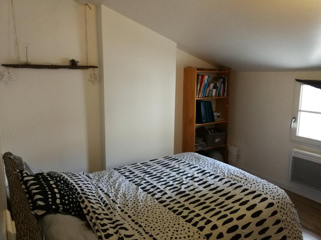 Appartement à louer 3 51.46m2 à Saintes vignette-5