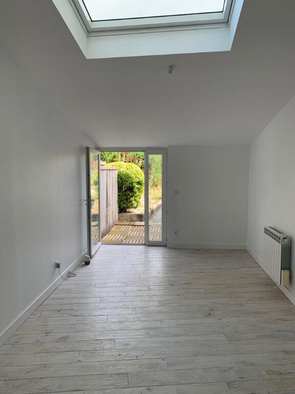 Maison à louer 6 135m2 à Saint-Savinien vignette-3
