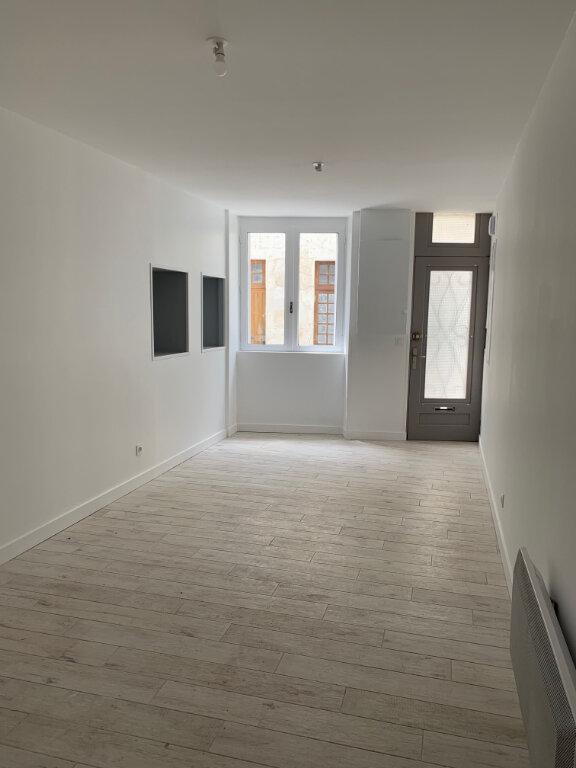 Maison à louer 6 135m2 à Saint-Savinien vignette-5