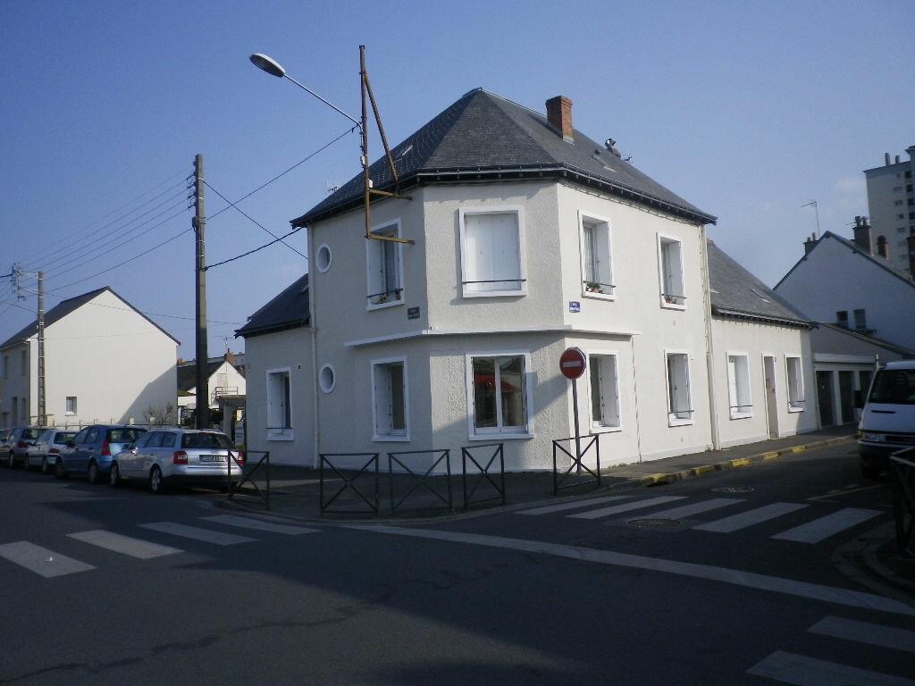 Appartement à louer 3 61m2 à Saint-Pierre-des-Corps vignette-2