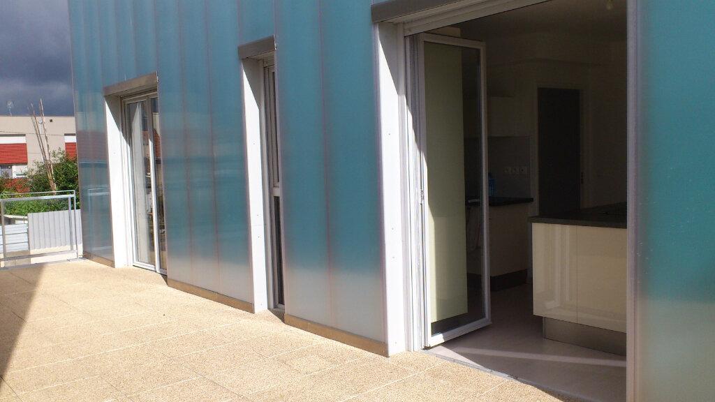 Maison à louer 4 95m2 à Saint-Pierre-des-Corps vignette-1