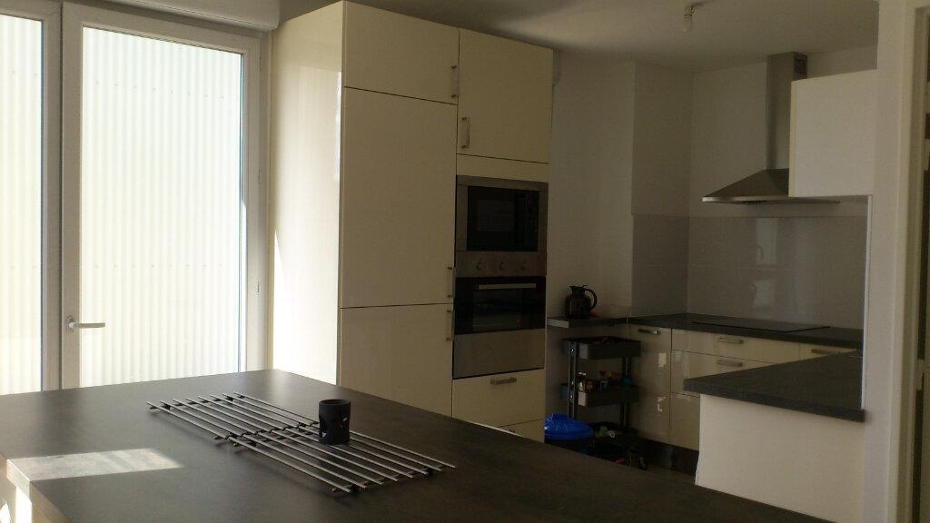Maison à louer 4 95m2 à Saint-Pierre-des-Corps vignette-3