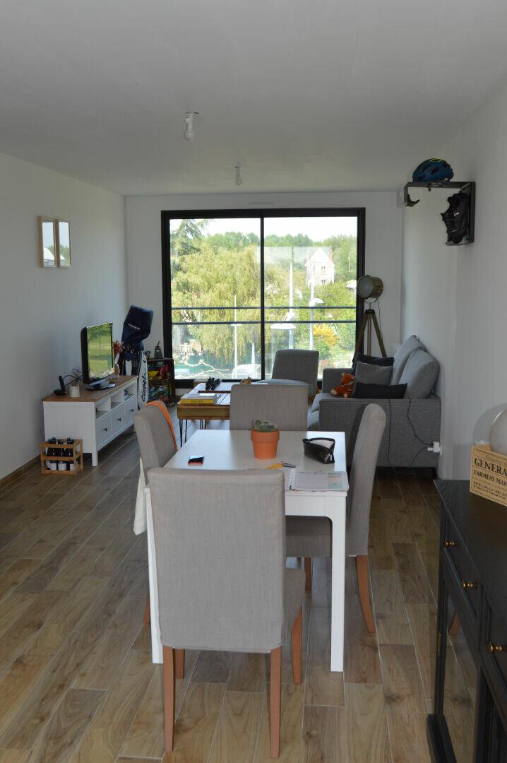 Appartement à louer 4 80.75m2 à Saint-Pierre-des-Corps vignette-2