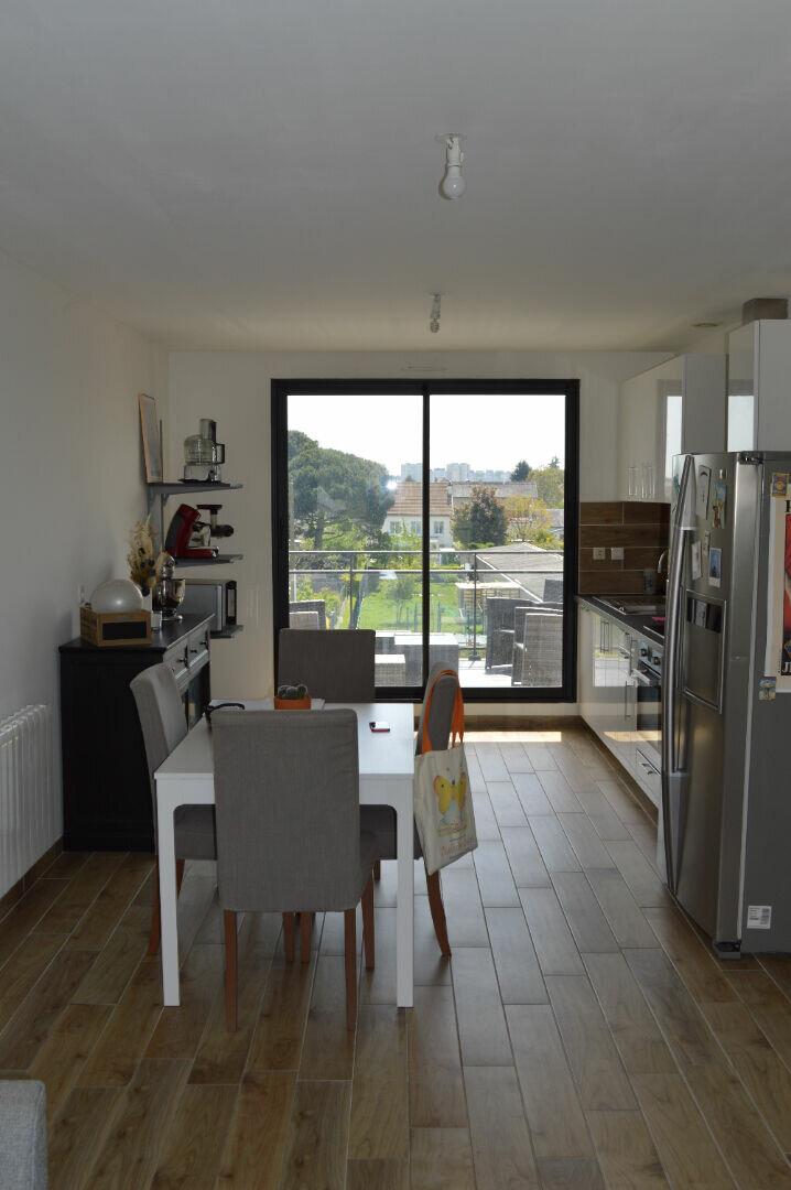 Appartement à louer 4 80.75m2 à Saint-Pierre-des-Corps vignette-3