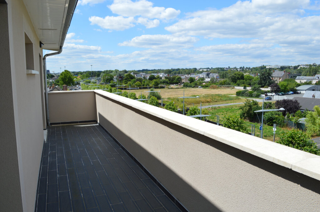 Appartement à louer 3 65m2 à Saint-Pierre-des-Corps vignette-3