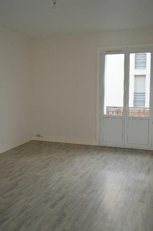 Appartement à louer 3 75m2 à Saint-Pierre-des-Corps vignette-3