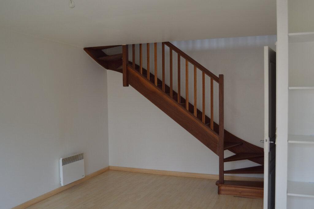 Appartement à louer 3 59.7m2 à Saint-Pierre-des-Corps vignette-1