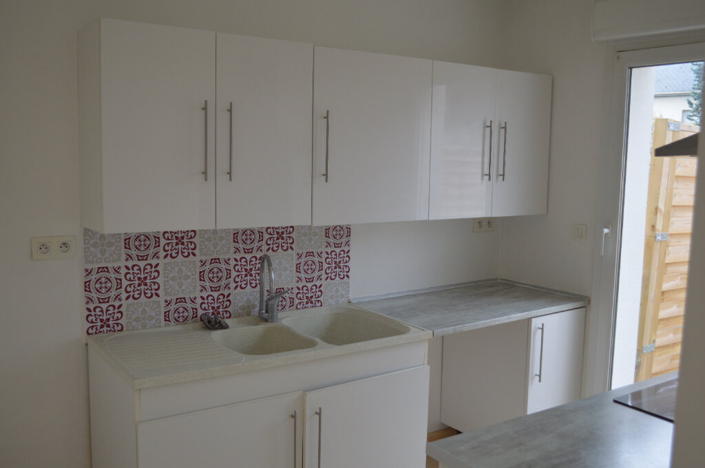 Appartement à louer 3 59.7m2 à Saint-Pierre-des-Corps vignette-2