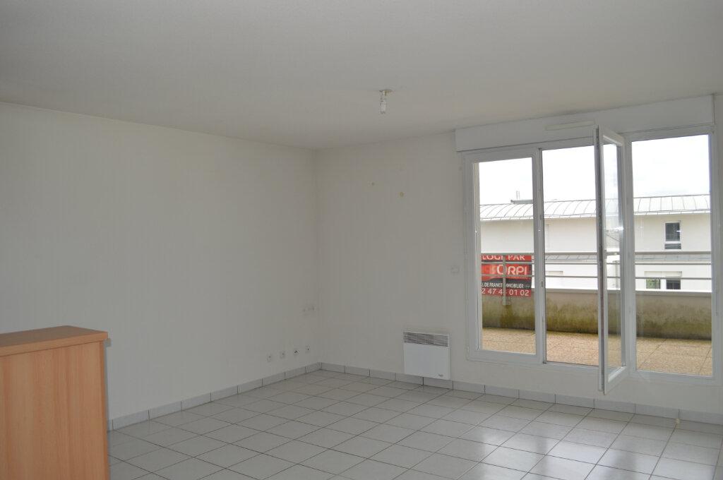 Appartement à louer 2 41.76m2 à Saint-Pierre-des-Corps vignette-2