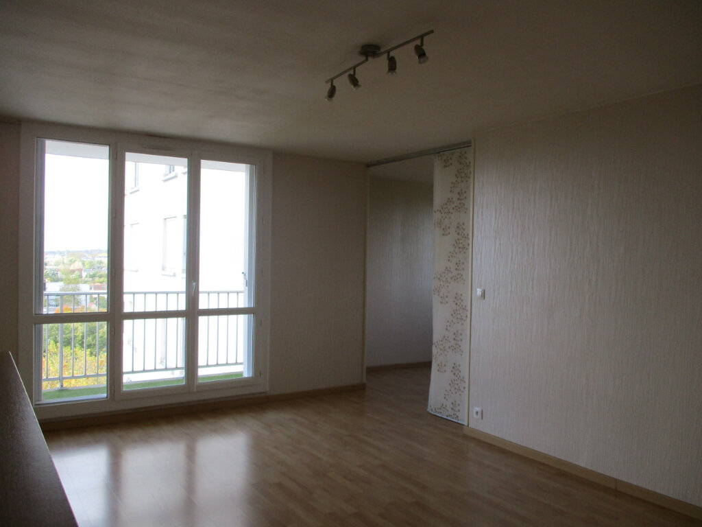 Appartement à louer 4 74m2 à Saint-Pierre-des-Corps vignette-2