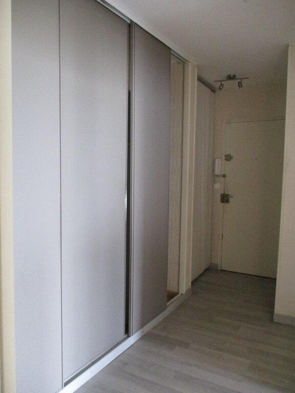Appartement à louer 4 74m2 à Saint-Pierre-des-Corps vignette-3
