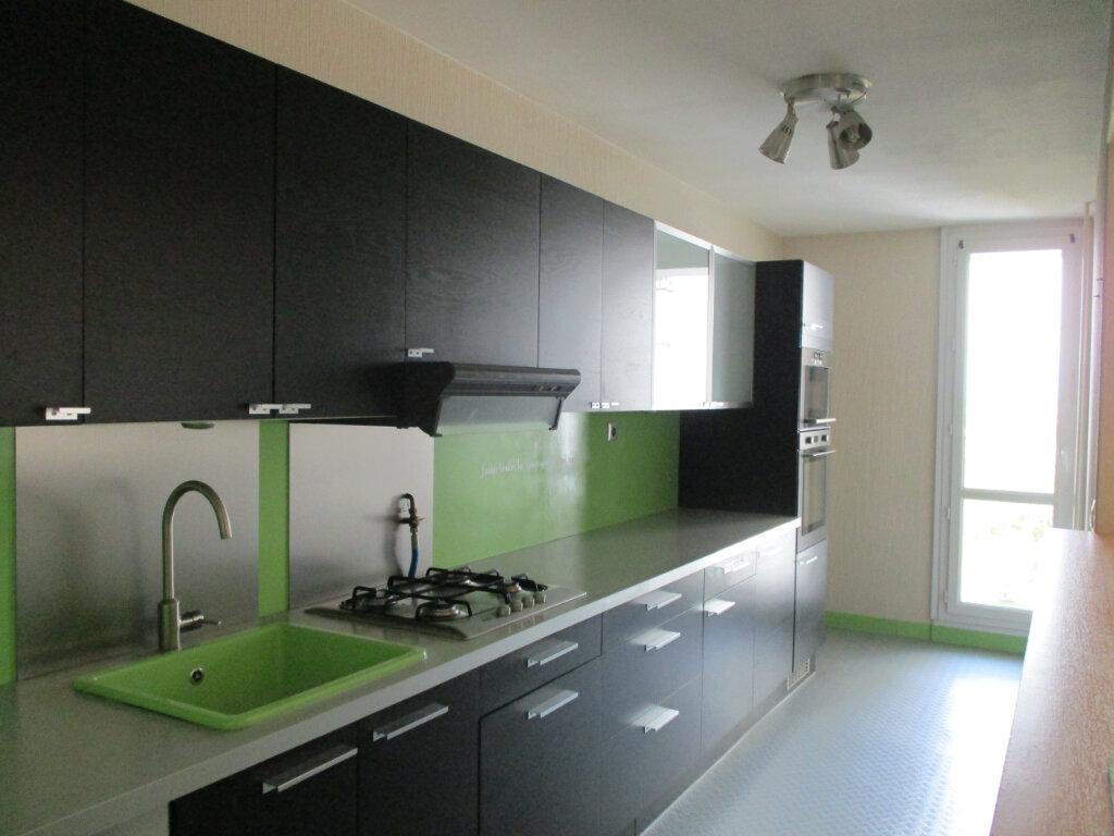 Appartement à louer 4 74m2 à Saint-Pierre-des-Corps vignette-5