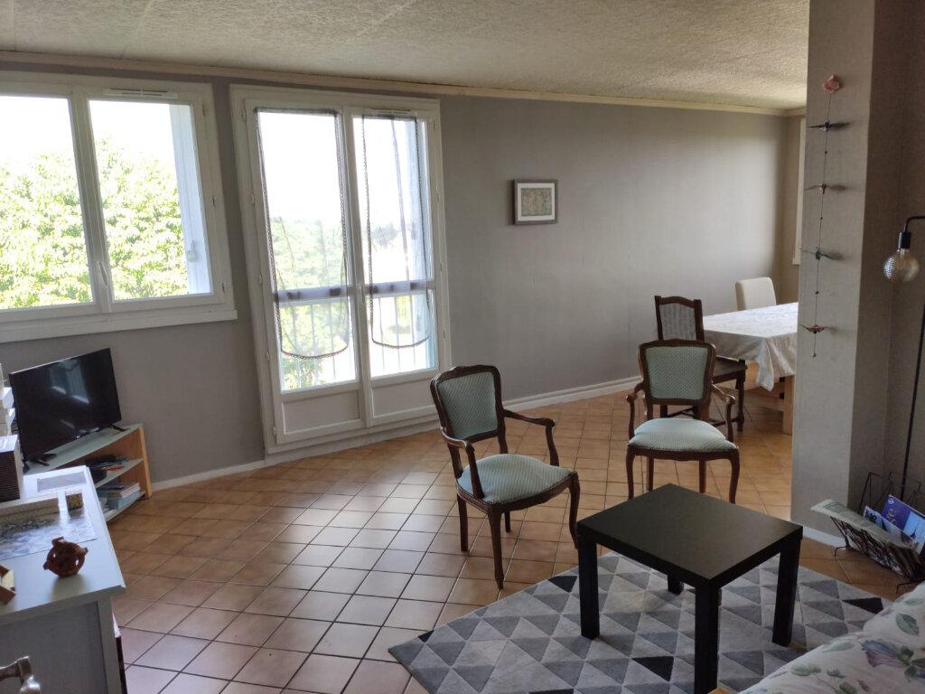 Appartement à louer 3 70m2 à Saint-Cyr-sur-Loire vignette-1