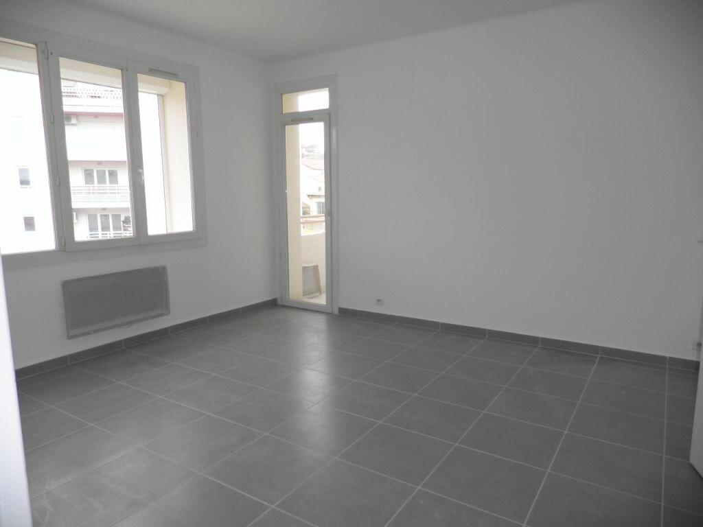 Appartement à louer 4 66.92m2 à La Seyne-sur-Mer vignette-2