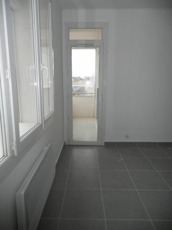 Appartement à louer 4 66.92m2 à La Seyne-sur-Mer vignette-3