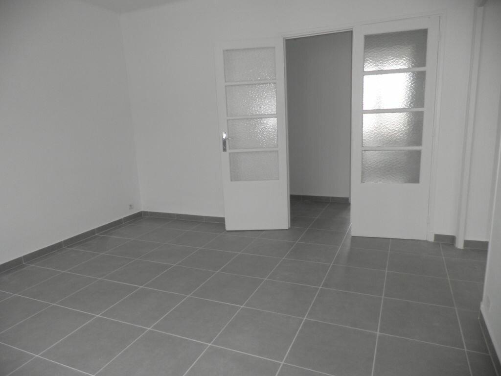 Appartement à louer 4 66.92m2 à La Seyne-sur-Mer vignette-5