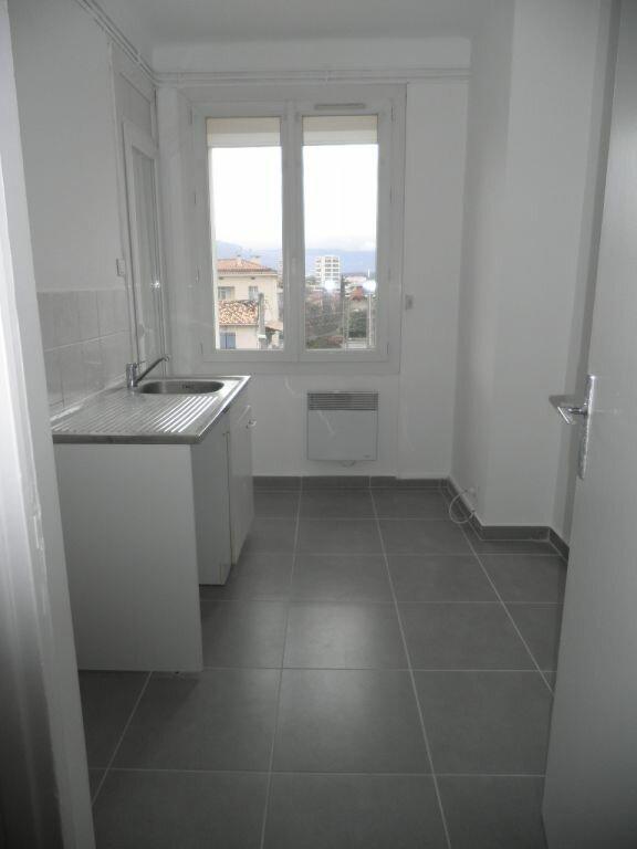 Appartement à louer 4 66.92m2 à La Seyne-sur-Mer vignette-6