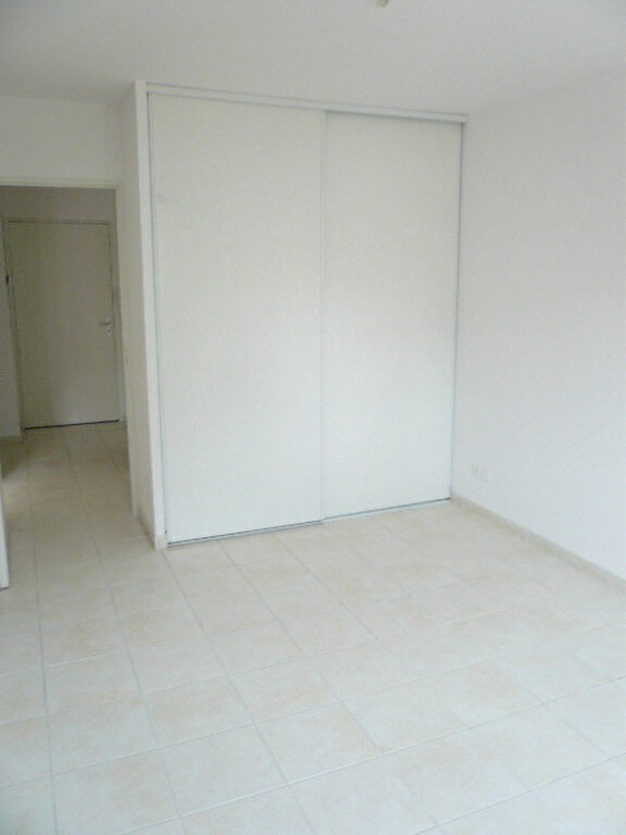 Appartement à louer 2 47.7m2 à La Seyne-sur-Mer vignette-4