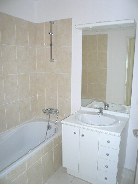 Appartement à louer 2 47.7m2 à La Seyne-sur-Mer vignette-5