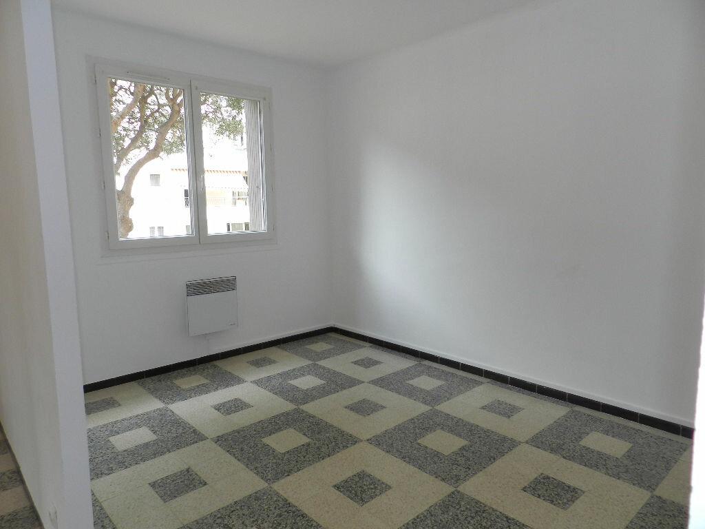 Appartement à louer 3 61.67m2 à La Seyne-sur-Mer vignette-3