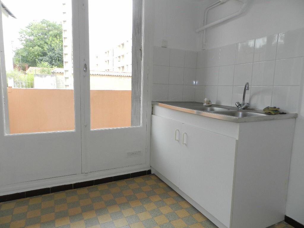 Appartement à louer 3 61.67m2 à La Seyne-sur-Mer vignette-5